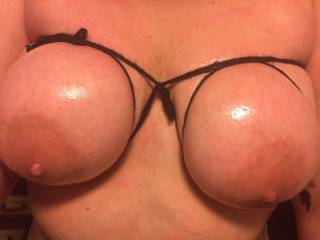 Nothin makes me more horny than tying my tits