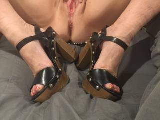 Pussy framed by shoes, do you like the shoes?