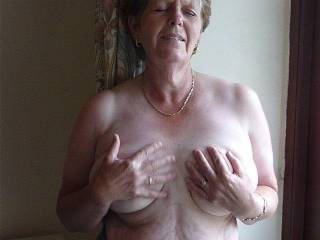 love to get my hands on those babies bet those nipples are nice to suck