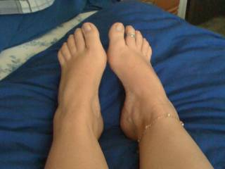 i wil love to cover her feet with hot cum. mmmm. Send more feet pictures.