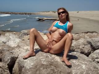Flashing on public beach.. what a thrill!! 💖