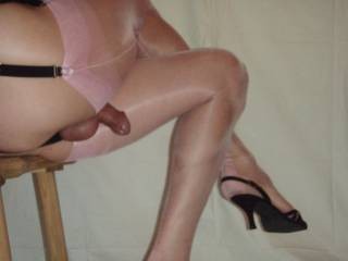 love the video of you in these pink stockings and black slingbacks too!!!