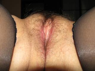 oh yes, so inviting to kiss and spread open. Georgeous hairy pussy, love to rub my bellend along those soft hairy pussy lips