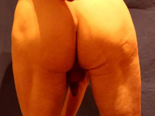 A glimpse at my bending, bouncing and jiggling butt