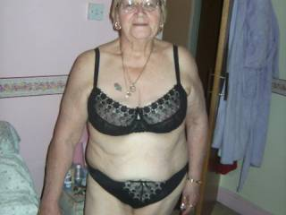 Just a lovely natural mature well age women.  Hope Santa can come earlier this year .