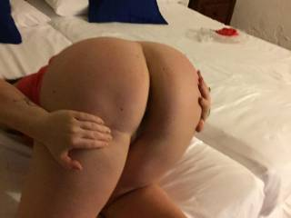 Tell her what you would do to this big sexy ass?