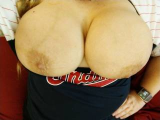 My girlfriend has amazing breasts, don\'t you think!?!
