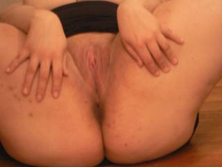 Sooo nice and juicy.Would love to take all she can squirt in my face :)