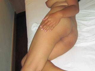 Shanya, sexy chubby Indo girl in another hot session....