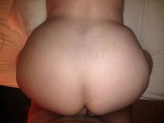 im a ass man i love curvy  hips and big round asses you have both oh fuck i have to jack off now