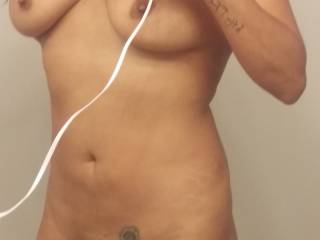Hot seXXXy body!   Luv to taste your smooth pussy!