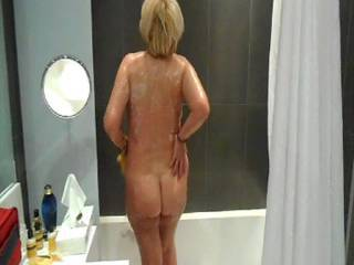 look at that ass crack i love mature women what hot sexy natural bodies