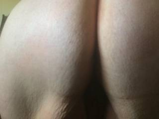 Wifes big ass bent over, can you see her hairy cunt?