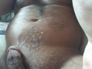 Damn FINEEEEEEEEEE I would lick up every drop !!