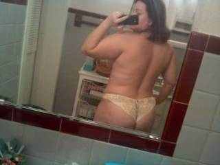 hot selfie pic!  gorgeous body and curves .. love the way those panties ride your sweet ass
