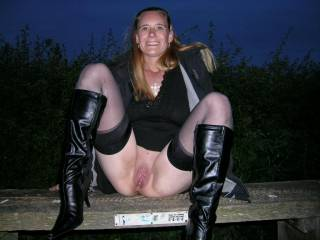 mmmm, what a hot and sexy girl.xxxx   Can i cum and join you.xxxxx   if you get uncomfertable, you can cum and sit on me anytime.xxxx   Slurps n licks xxxx