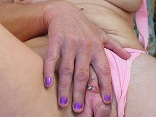 mmmm this MILF is so hot just love her to bits !!!!!!