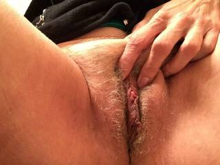 Lovely pussy, the clit and pussy lips are so suckable