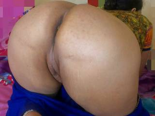 Wonderful mature indian ass mail me for this ass I will pay US $ 1000 for it