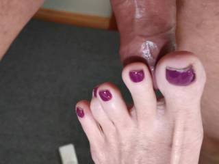 My g f giving a very sexy foot job closeup with her sexy feet and toes