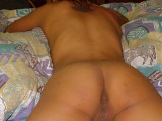 would suck and lick this nice ass and cunt very hard!