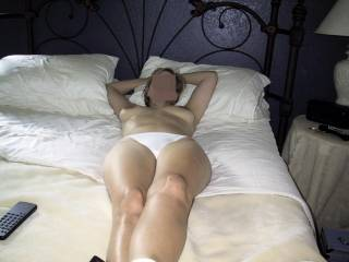 her legs made me cum! hot and shiny!