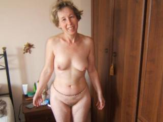 I too love the more mature women. I would love to kiss and lick every inch of your beautiful body. You really are a sexy lady.