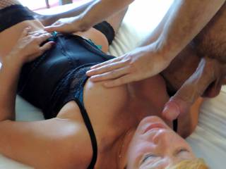 omg hot..love to jack my cock off on her tits