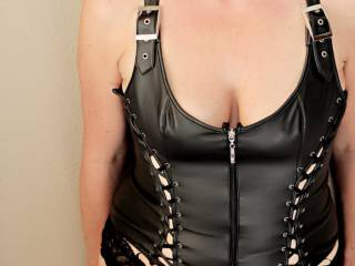 Looking for some kinky suggestions to go with my seXXXy outfit... This pic is for some requests I get for body shots.... Well here you go...run with it...tell me what\'s on your mind when you  see this ...I know I feel a little dom when I wear a this...