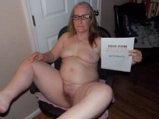 I love your body! Especially like the hairy pussy! you turn me on!