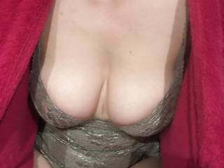 Woman throw panty cum photo