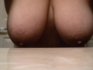 I just love natural beauty ;-) Mmm...wish I could have those perfect nipples in my mouth right about now ;-) Very sexy