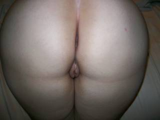 nice big full shaped sexy as hell ass.. perfect for fuckin n smackin! hot