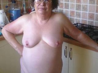 i love my tits sucked , i love to give oral,