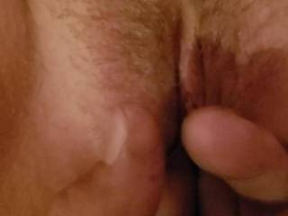 Fingering this wet pussy