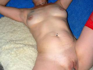 mmm..would love to spread that sweet pussy with my hard cock!!