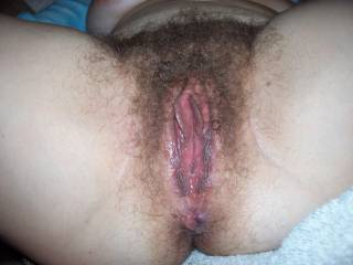 lovely big hairy pussy,would love to give it a good fisting !