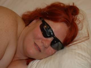 I have a glasses fetish,I would loooooooove to tribute her