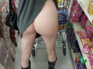 I would very much like to see that sweet white ass while shopping. I might even follow for a little to see if she would spoil me with another good look ;-)