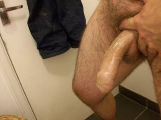 Wow I'd love to push that foreskin back with my lipps an suck that big cock deep down my throat