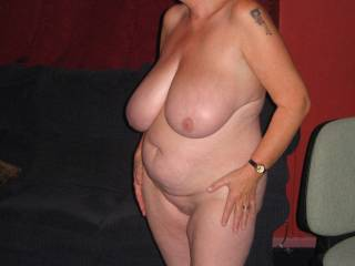 I'd love to have you pose for me like this, there's nothing sexier than a mature woman who enjoys being naughty xxx :-)