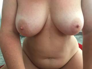 Big tits and big wide hips. Love her body, do you?