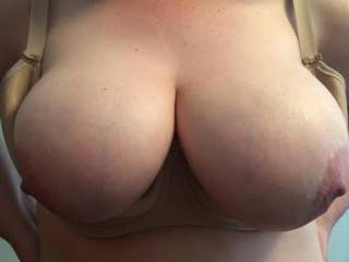 Just to give you an idea of how her boobs look hanging over her bra cups!