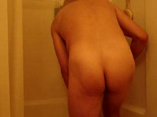 Very sexy shower vid! Love the moaning ;)