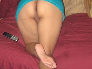 I love her amazing latina feet...so hot! Would love to suck her toes xx