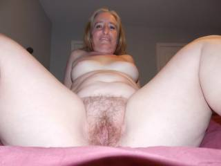 Dam that's some hot sweet looking pussy what a spread mmmmmmmm