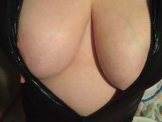 Mmm wonderful curves, those are awesome naturals for some hot fun